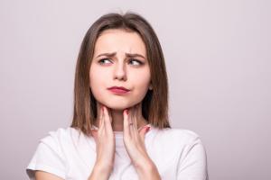 喉のイガイガ 梅核気